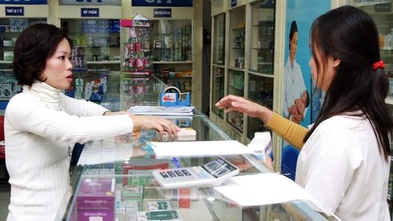 Từ 1-3, khi mua thuốc cho trẻ nhỏ phải xuất trình chứng minh nhân dân