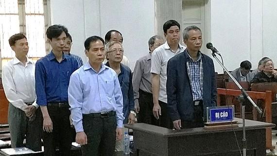9 bị cáo trong phiên tòa xét xử vụ án vi phạm quy định về xây dựng khiến đường ống nước sông Đà bị vỡ nhiều lần