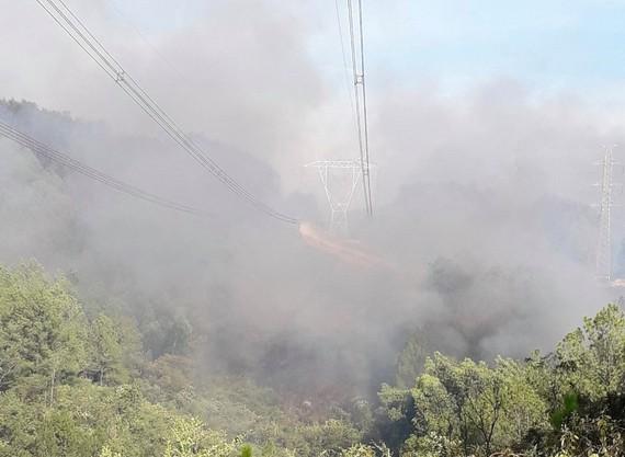 Đám cháy rừng tại Thừa Thiên – Huế bao chùm đường dây 500KV đoạn Đà Nẵng – Hà Tĩnh vào chiều 28-6