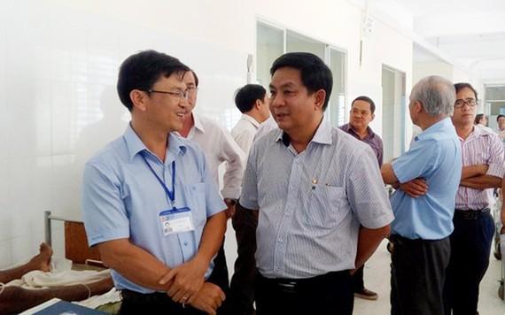 Giám đốc BVĐK tỉnh Bình Phước cùng nhóm chuyên gia BV Chợ Rẫy tham quan khoa ngoại chấn thương chỉnh hình tại BVĐK tỉnh Bình Phước
