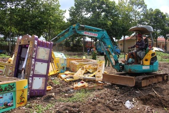 Công an huyện Bù Đốp tổ chức tiêu hủy 12 máy game bắn cá ngày 21-6