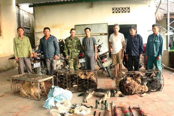 Các đối tượng cùng tang vật bị bắt giữ