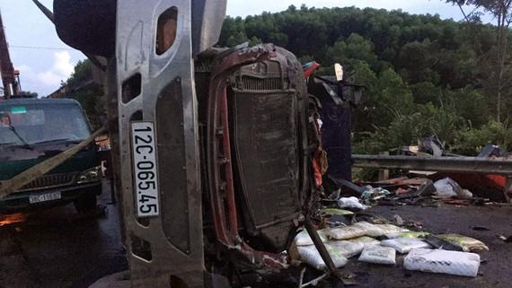 Chiếc xe bị biến dạng sau tai nạn