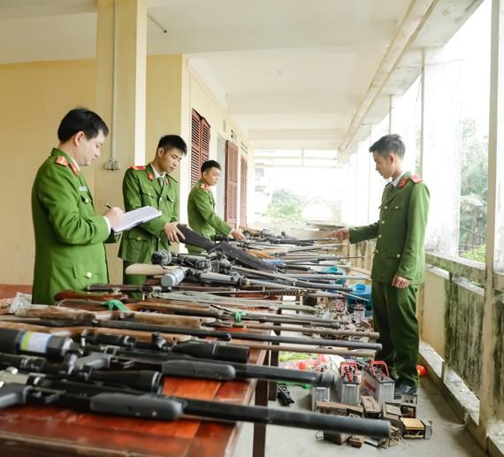 Công an huyện Hương Sơn thu hồi nhiều khẩu súng và công cụ hỗ trợ