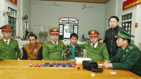 Hai đối tượng quốc tịch Lào bị bắt giữ cùng tang vật