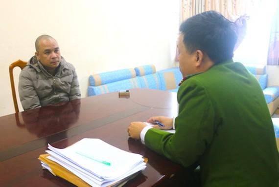 Đối tượng Trần Lê Vinh Quang tại Cơ quan điều tra. Ảnh: Công an Hà Tĩnh cung cấp
