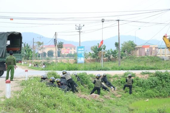 Lực lượng chức năng tham gia truy bắt đối tượng