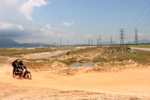 Nắng nóng kéo dài khiến cuộc sống của người dân gặp nhiều khó khăn