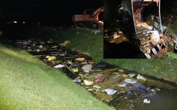 Số xác heo chết bị nhiễm bệnh vứt trên kênh N9
