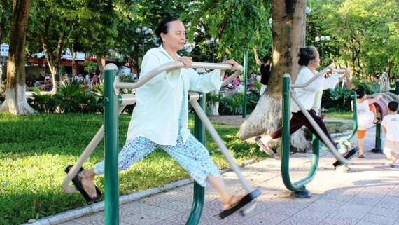 Cần thay đổi nếp nghĩ để giúp người già sống vui, sống khỏe (ảnh minh họa)