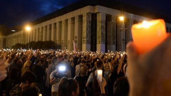 Trước đó, nhiều cuộc biểu tình diễn ra tại Warsaw và một số thành phố của Ba Lan nhằm phản đối dự luật cải cách hệ thống tư pháp. Ảnh: EPA