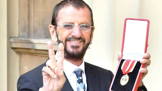 Tay trống Ringo Starr nhận tước hiệu Hiệp sĩ