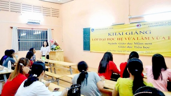 Trường ĐH Vinh liên kết với Trường TC Hồng Hà đào tạo ngành Giáo dục mầm non và Giáo dục tiểu học chưa được Bộ GD-ĐT cho phép (khai giảng lớp tại TP Cần Thơ)