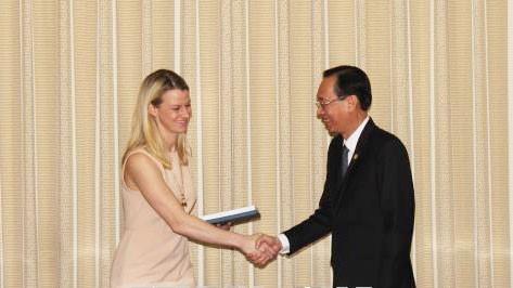 Ông Lê Thanh Liêm, Phó Chủ tịch Thường trực UBND TPHCM tiếp đoàn Trợ lý Nghị sỹ Hoa Kỳ do bà Natalie Rogers. Ảnh: TTXVN
