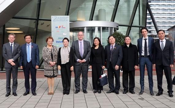 Chủ tịch Quốc hội Nguyễn Thị Kim Ngân thăm Công ty Naco Royal Haskoning DHV. Ảnh: TTXVN