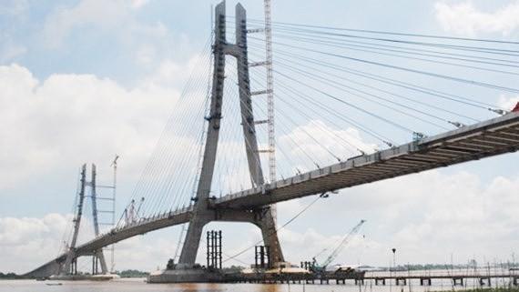 Cầu Vàm Cống là một trong những công trình bị chậm tiến độ do sự cố nứt dầm neo trên đỉnh trụ