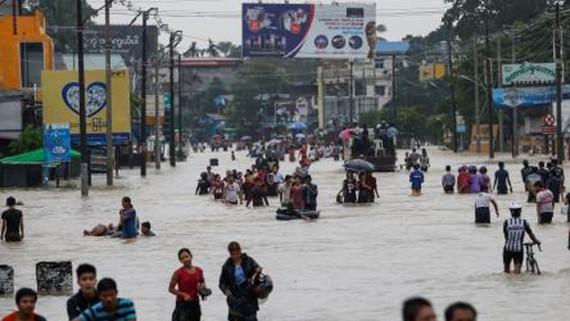 Cảnh ngập lụt sau mưa lớn kéo dài tại Bago, Myanmar ngày 28-7. Ảnh: EPA