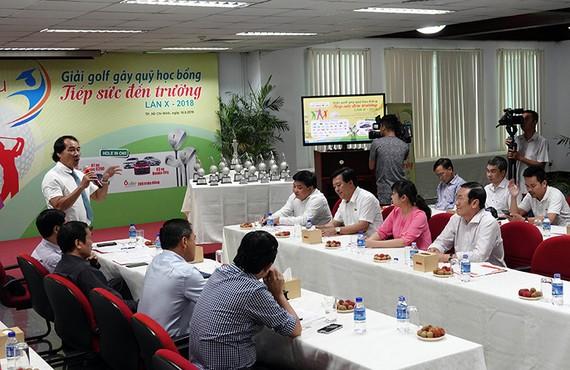 Trưởng BTC Lê Quốc Phong phát biểu tại buổi giới thiệu giải golf