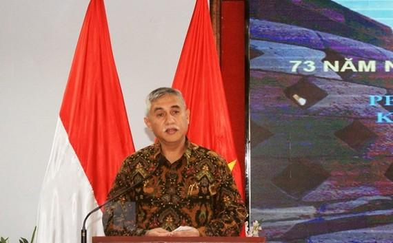 Ông Hanif Salim, Tổng lãnh sự Cộng hòa Indonesia tại Thành phố Hồ Chí Minh phát biểu tại buổi họp mặt. Ảnh: TTXVN