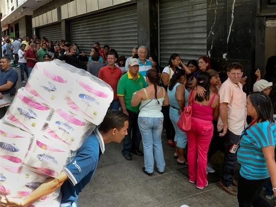 Ngoài khủng hoảng năng lượng, Venezuela đang bị thiếu hụt lương thực và giá cả tăng vọt. Ảnh: GETTY