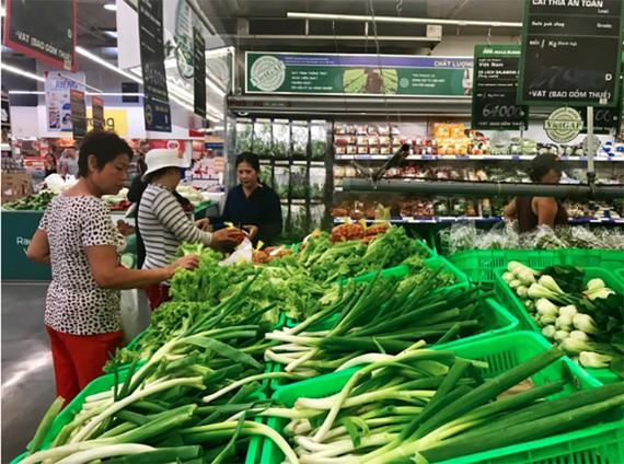 Siêu thị MM giảm giá tới 50% và kiểm soát chặt an toàn thực phẩm dịp lễ 2-9