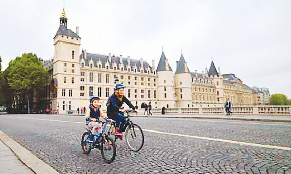 Ngày không ô tô ở Paris và Brussels