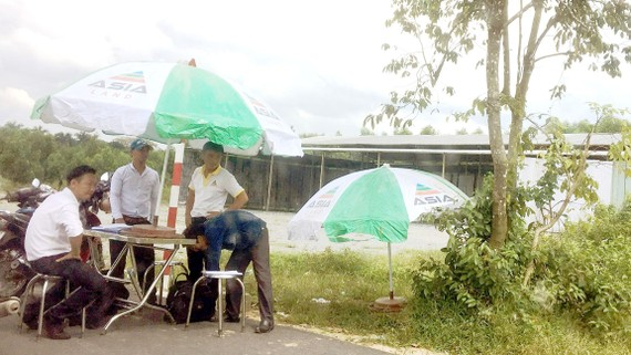 Nhân viên môi giới tại một dự án phân lô bán nền xã Phước Tân, TP Biên Hòa