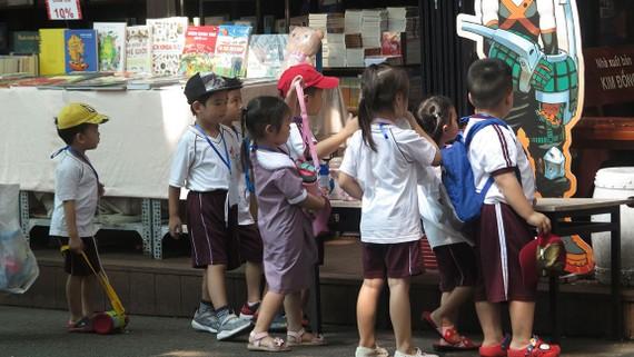 Những đứa con đều là món quà thiêng liêng mà tạo hóa ban tặng  cho mỗi người chúng ta