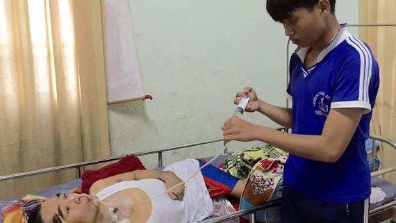 Cậu bé lớp 9 nguy cơ bỏ học vì bố mẹ trọng bệnh