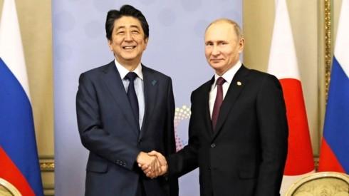 Thủ tướng Nhật Bản Shinzo Abe và Tổng thống Nga Vladimir Putin. Ảnh: KYODO