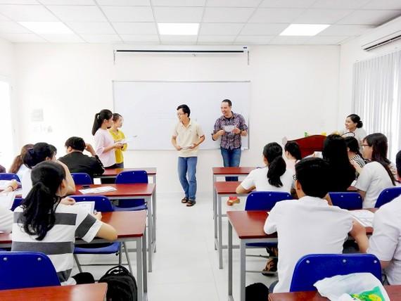 Giờ học tiếng Anh với giảng viên nước ngoài của sinh viên Trường ĐH Công nghiệp thực phẩm TPHCM