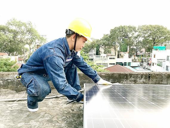 Tặng hệ thống điện mặt trời cho trường dạy trẻ khiếm thị