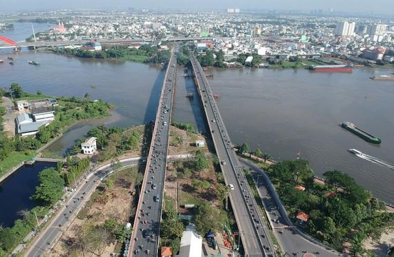 Cầu Bình Triệu và hầm chui tại cửa ngõ Đông Bắc thành phố.        Ảnh: THÀNH TRÍ