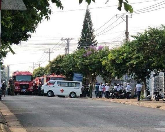 Lực lượng chức năng có mặt tại hiện trường vụ cháy