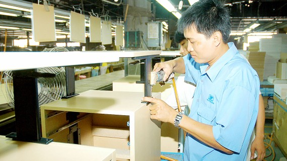 Sản xuất đồ gỗ đạt kim ngạch xuất khẩu cao. Ảnh: CAO THĂNG