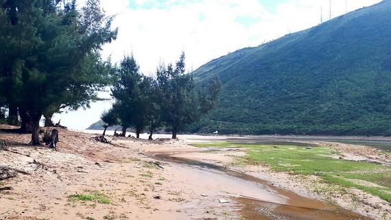 Cửa sông Xích Mộ bị cát biển bồi lấp hoàn toàn, gây ngập úng