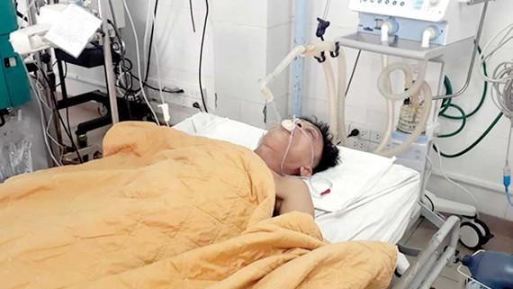 Bệnh nhân Nguyễn Văn Nhật được Bệnh viện Đa khoa Quảng Trị truyền bia giải độc rượu