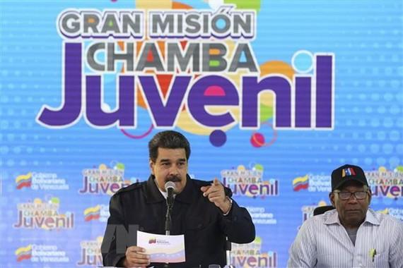 Tổng thống Venezuela Nicolas Maduro (trái) phát biểu trong một chương trình truyền hình tại Caracas ngày 26-1-2019. Nguồn: TTXVN