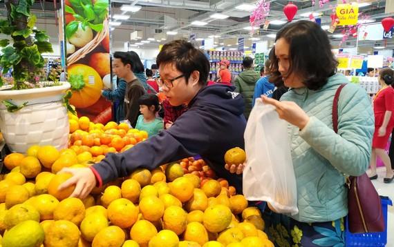 Người dân TP Đà Nẵng mua sắm tiện lợi tại  hệ thống siêu thị của Co.op Mart