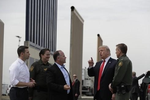 Tổng thống Mỹ Donald Trump vẫn rất quyết tâm để xây dựng bức tường biên giới với Mexico. Ảnh: AP
