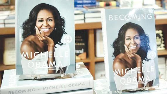 Hồi ký của bà Michelle Obama bán chạy kỷ lục