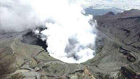 Núi lửa Aso ở Nhật Bản thức giấc