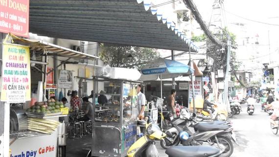 Khu vực thí điểm cho người bán hàng rong tại hẻm  60 Lý Chính Thắng (quận 3). Ảnh: QUANG HUY