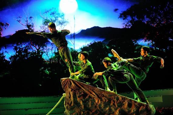 Một cảnh trong tổ khúc múa Tổ quốc                                                 Ảnh: QUỐC THANH