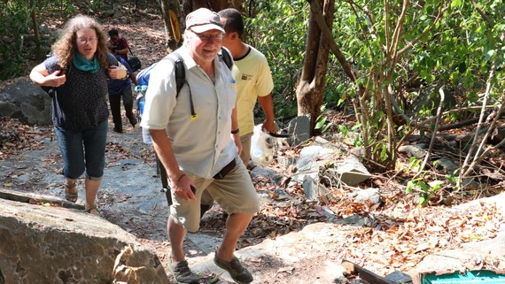 Ông bà Gunter Mairhormann băng rừng khám phá  Vườn quốc gia Côn Đảo