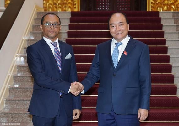 Thủ tướng Nguyễn Xuân Phúc và Bộ trưởng Ngoại giao và Hợp tác Timor-Leste Dionisio Babo Soares. Ảnh: VGP
