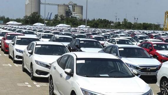 Nhiều hãng xe trong nước giảm giá
