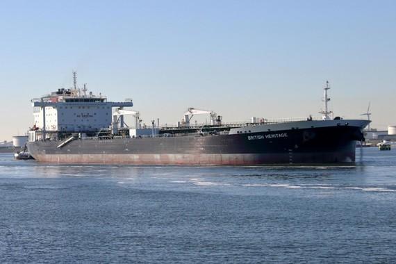 tàu chở dầu Heritage ở Eo biển Hormuz. Nguồn: SHUTTERS
