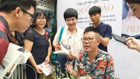 Nhạc sĩ Quốc Bảo trong buổi ra mắt sách Tâm.