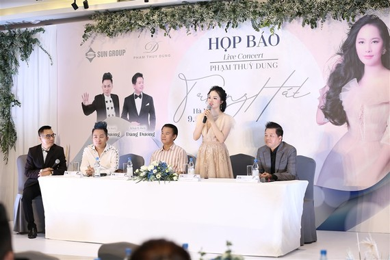 """Sao Mai Phạm Thùy Dung họp báo giới thiệu  live-concert """"Trăng hát"""""""